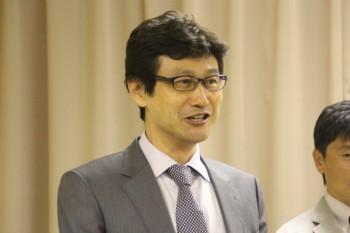 閉会のあいさつする堀田副会長