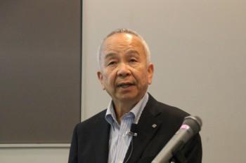 海外経験について述べる中川講師