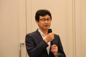メーカー側を代表して墨東ゴム工業会堀田会長があいさつした