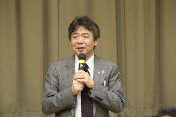 中締めをする杉本相談役