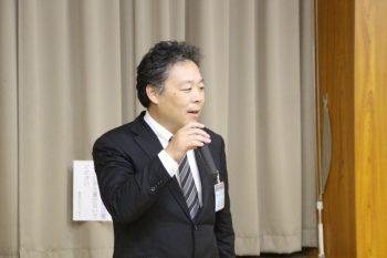 新しく正会員となりあいさつする東全ゴム工業の江原代表取締役社長