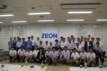 日本ゼオン川崎工場で参加者全員で集合写真