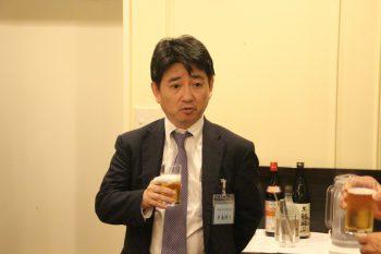 乾杯のあいさつをする中島九州ゴム工業会会長