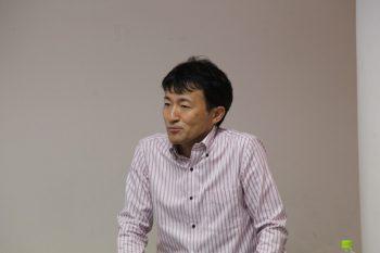 シリコーンについて解説する堀田主席研究員