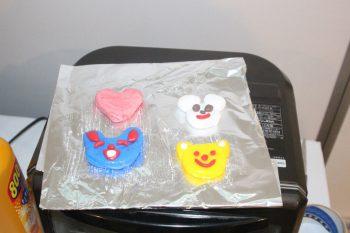 子どもたちがシリコーンゴムを使用して創作した